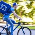 Wolti kuller Juri Gurski kannab jalgrattaga sõites neljakandilist seljakotti, kuhu mahutatakse umbes kolme tellimuse jagu toitu.