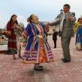 Handid ja mansid esinemas koos soome-ugri maailmakongressi delegaatiega Hantõ-Mansiiskis 2008. aastal.