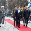 Presidendid Toomas Hendrik Ilves ja Sauli Niinistö riigikantselei residentsi ees