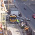 FOTO: Kentmanni tänaval kukkus ehituselt betoonilasu tänavale