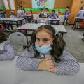 WHO soovitab vanematel kui 12-aastastel lastel kanda näomaski