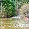 Soomaal ajab Raudna jõgi üle kallaste, mistõttu Tohvrilt loodusparki sisenev tee on üle ujutatud