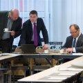 Eesti olümpiakomitee president Neinar Seli (paremalt), peasekretär Siim Sukles ja katuserahast suurima toetuse saava kergejõustikuliidu juht Erich Teigamägi