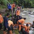 В Индонезии более 20 человек погибли при падении автобуса в ущелье