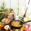 Kata päikeselise ilmaga õue laud. Pakume sellele nii soolaseid toekaid suutäisi kui ahvatlevaid magusaid ampse!