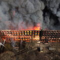VIDEO | Peterburis süttis ajalooline vabrikuhoone: vähemalt üks tuletõrjuja on hukkunud