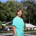 FOTOD JA VIDEO   President Kersti Kaljulaid üllatas roosiaia vastuvõtul moesõpru väga ootamatu ja kaasaegse rõivavalikuga