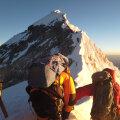 VIDEO | Inimesed kasutavad Mount Everestil sabas seistes hapnikuvaru ära ja surevad