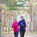 Maiu Müürsepp (paremal) õppis jooksmist armastama tänu treener Evelin Taltsile (vasakul).