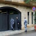 Liibanoni politsei Beirutis maja ees, kus Nissani eksboss väidetavalt redutab.