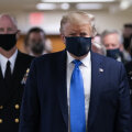 Trump kandis esimest korda avalikult maski