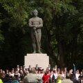 GALERII | Tartus tähistati iseseisvuse taastamist Kalevipoja juures
