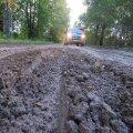 Pillapalu on vana soomaa peal ja tee on juba pärast esimest sadu kui suur mudaauk.
