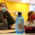 В Германии школьники уже сели за парты - в масках и с санитайзером под рукой