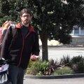 Prantslasest hääletajal ei õnnestunud Uus-Meremaal neli päeva küüti saada, mis pani ta liiklusmärke maast välja kiskuma