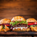 RETSEPTID   Rahvusvahelise burgeripäeva tähistamiseks valmista endale kodus ise maailma parim burks