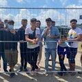 Мигранты в Лагере Друскининкай жалуются на условия пребываня в лагере, но с удовольствием позируют на камеру и рассказывают, что их содержат в нечеловеческих условиях.