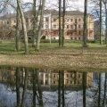 Kaagvere Erikooli peahoone asub paigas,kus varem asus Kaagvere mõisa härrastemaja,mida rahvasuus kutsuti Kaagvere  lossiks.Mõisaomanikud vaheldusid pidevalt.!8.saj.sai mõis Nolckenite omaks. Mõisa juurde kuulus park koos tiikidega.
