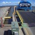 VIDEO ja FOTOD | Vaata hetke, mil praam sadamakaisse rammis. Kahjustada sai ka pardal olnud president Kersti Kaljulaidi auto