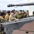 DELFI FOTOD ja VIDEOD: NATO lahingugrupp kogunes Tapa linnakus pidulikule rivistusele. Suurbritannia kaitseminister: saja aasta eest seisime kõrvuti ja täna ühineme taas