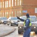 Politsei kontrollis Viljandis Ugala ringil autojuhte