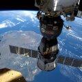 Sojuz-moodul kosmosejaama küljes.