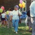1991. aasta 20. augustil lõppenud soomlaste Virumaa- reisi juht, legendaarne ajakirjanik ja estofiil Liisa-Maria Piila. Pilt on tehtud Rakveres Tukla talgutel 1992. aastal, kui linn sai Tuglase Seltsi liikmete annetuste toel enesele esimese moodsa laste mänguväljaku, mille paigas asub senini jõnglaste lustimise plats.