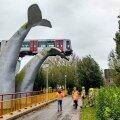 FOTOD   Hollandis jäi teelt välja sõitnud metroorong pidama kunstiteosele
