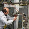 IAEA ekspert paneb pitsereid Natanzi uraanirikastuskeskuses.