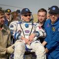 Kanada astronaut David Saint-Jacques kantakse pärast maandumist esmaabitelki