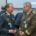 Taani kaitseväe juhataja kindral Bjorn Bisserup vestleb Riho Terrasega.