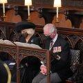 Prints Charles lahistas terve matusetseremoonia nutta. Camilla püüdis teda omal moel lohutada