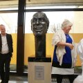 FOTO: Lippmaad tegid välisministeeriumile Lennart Meriga seotud kingituse