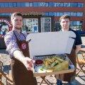 Vennad Lauri ja Henri Kriisa Päästke Willy firmaroa fish'n'chips'iga.