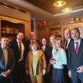 Nobeli kirjanduspreemia laureaadi Aleksijevitši korterisse Minskis kogunesid kaitseks Euroopa diplomaadid