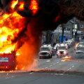 VIDEO | Põhja-Iirimaal kaaperdasid ja süütasid protestijad bussi ning loopisid politseinikke kividega. Taustal kollitab Brexit