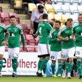 Levadia mängijad tähistamas Dundalki vastu löödud väravat.