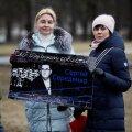 ФОТО | Протесты схожие, реакция полиции разная: почему к сторонникам задержанного юриста Середенко подъехал патруль?