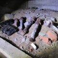 FOTO: Elumaja keldrist tuli remonditööde käigus välja hulk granaate ja padruneid