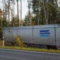 Pärnumaal sõitis järelhaagisega veoauto kraavi