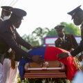 President Jovenel Moïse sängitati eile maamulda. Matusetalituse taustal toimuvad riigis endiselt meeleavaldused ning kõlavad lasud.