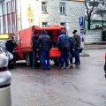 RUUMI JÄTKUB KÕIGILE! Kiievi bussilt Tallinnas maha astunud ukrainlased laovad oma kotid neile vastu tulnud oranži furgooni. Töö Eestis võib peagi alata!Veebruar 2015.