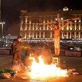 Venemaa föderaalse julgeolekuteenistuse (FSB) peakorter Moskvas meelitab sageli meeleavaldajaid. Pildil aktivist Pavel Krisevitši möödunudkuine aktsioon. Peale meeleavaldajate on FSB-l kaelas uus nuhtlus – ka nende andmed lekivad väikste summade eest välja.