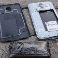 Lugeja pilt lapse mobiiltelefonist Samsung, mis laadima jäetuna plahvatas