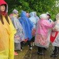 Ilmataat laulu- ja tantsupeolistele ei halasta: tantsijad saavad vihma, äikest ja tormituult, lauljad ohtralt taevavett