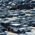 FOTOD: Sadakond uut Mercedest ootab Paldiski sadamas oma transporti