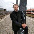 Roland Müür ütleb, et see, millal rongid hakkavad trassil sõitma, oleneb sellest, kui kiiresti toimub ehituslubade väljastamine, millised nõuded tekivad aja jooksul juurde ning kuidas kulgevad kohtuprotsessid, millest kõige mahukama on kokku pannud Avalikult Rail Balticust ja Eesti Looduskaitse Selts.
