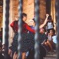 Испанцы отметили первую ночь без COVID-ограничений танцами на городских площадях