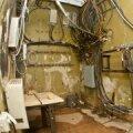 FOTOD: Raadiomaja keldri veekahjustused - põrand on jätkuvalt märg ja seintelt koorub krohv