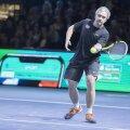 Allar Levandi osales enne 2017. aasta Anett Kontaveidi ja Kaia Kanepi näidismatši Saku suurhallis kuulsuste tenniselahingus.